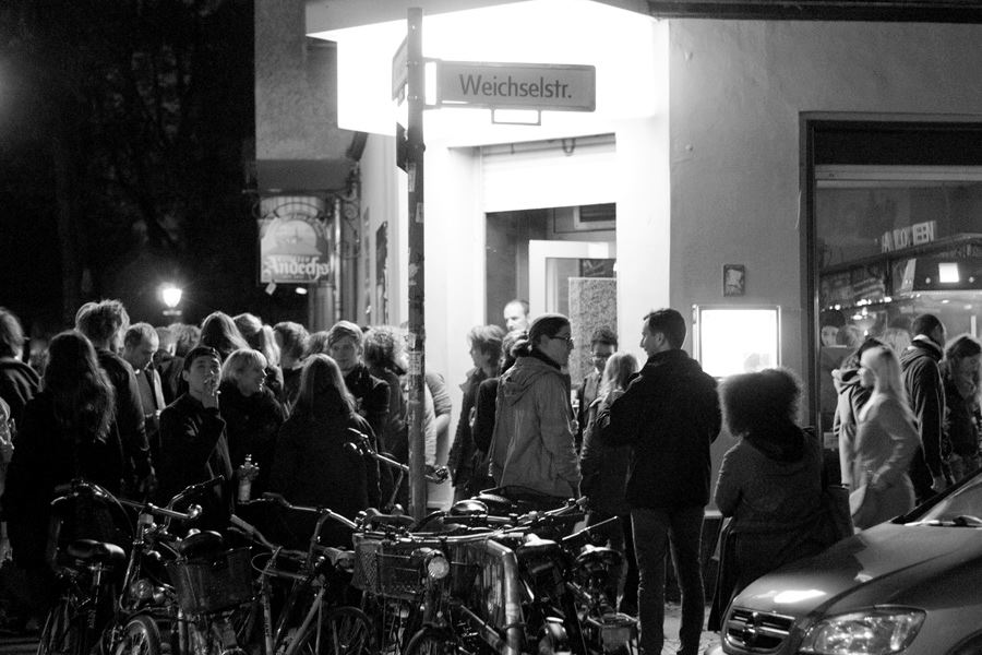 The crowd at LCMV #1, Das Gift, Berlin-Neukölln. Photo © Katja Avant-Hard