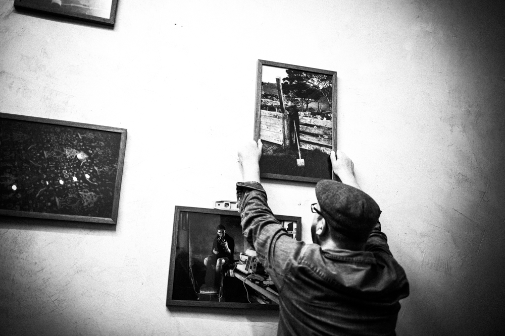 Hanging the Bubble & Scrape exhibition | Das Giftraum, Berlin-Neukölln, 2014. Photo © Ed Alcock